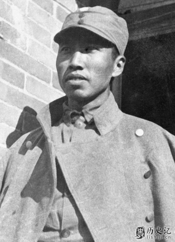 左权将军是谁 八路军副总参谋长左权简介