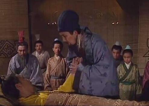 刘备白帝托孤,为何将兵权交给李严?