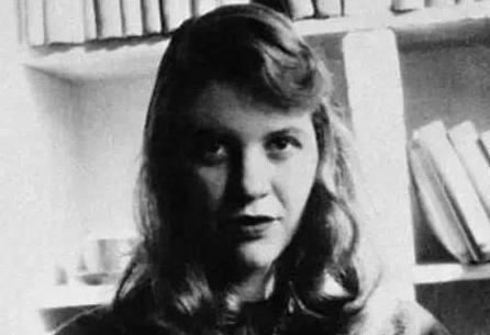 西尔维娅·普拉斯:美国自白派诗人的代表