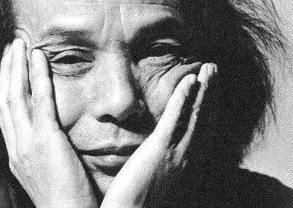 武满彻:日本作曲家,1930年10月8日生于东京,师从清濑保二学习音乐