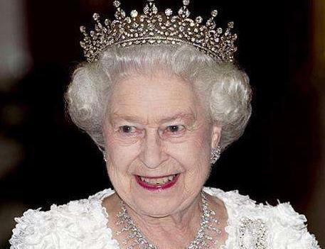 英国女王及王室享有哪些特权?不会被起诉出国无需护照