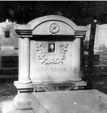 黄显声是怎么跟萝卜头是怎么认识的?他的墓地在哪里?