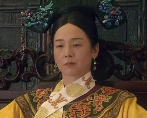慈禧怎么过春节?一天打扮2次,亲自做糕饼