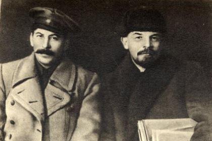 托洛茨基为什么没有撤下斯大林 他是怎么败给斯大林的