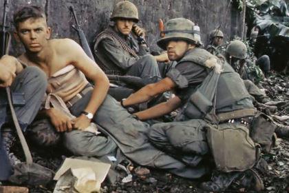 美军在越战中深陷泥潭,为什么不使用原子弹?不是不用而是有所忌惮
