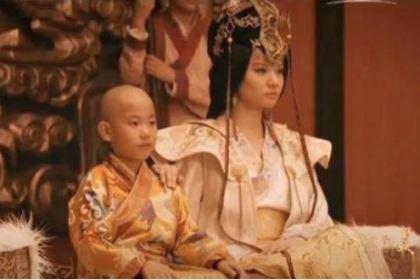 皇帝13岁爱上了嫂子,王朝也因此变得更强大