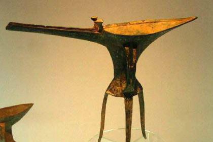 二里头文化:介于中原龙山文化和二里岗文化的一种考古学文化
