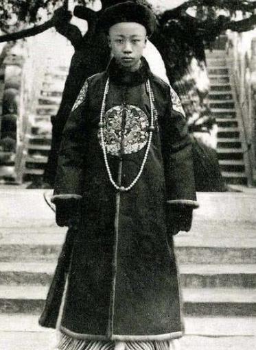 清朝皇帝一年四季穿不同的衣服,样式也很多