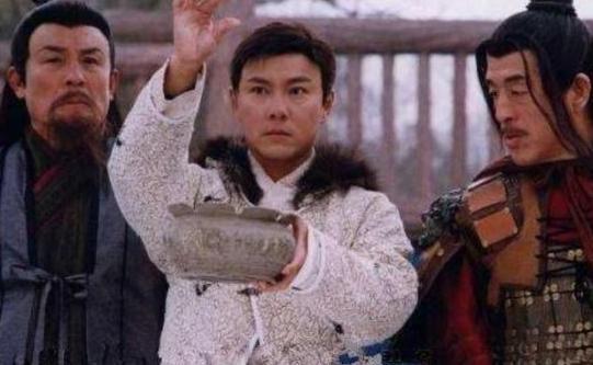 朱元璋欲杀沈万三指着猪蹄问这是啥菜?沈万三是怎样回答的才逃过一死