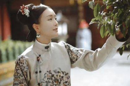 郑阿春明明时个寡妇,她是怎么坐到不是皇后胜似皇后!这个位置的?