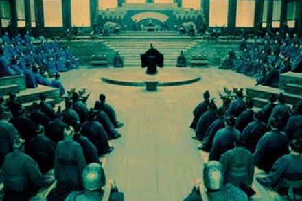 秦穆公做了什么事情被称为暴君/真相是什么