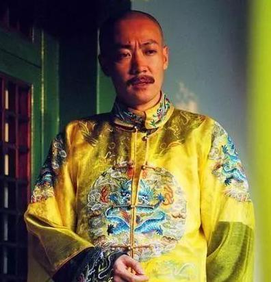 清朝的钱都没有和珅这么的多 嘉庆是怎么在一年内花完的