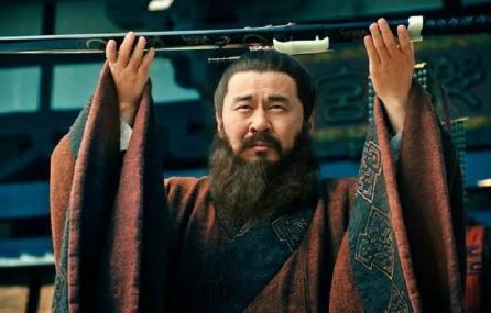 面对众人要救曹操 为什么曹操不感激反而要将其杀害呢