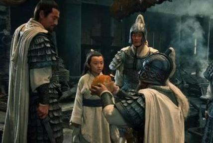 历朝历代的皇帝都喜欢杀功臣 为何秦始皇却没有动他们呢
