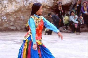 现代男人要想娶妻纳妾 请到神秘的四川女王谷