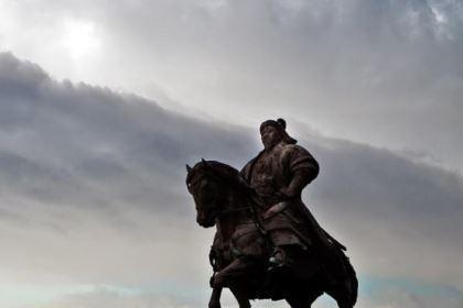 成吉思汗把郭子仪的后代怎么了?真塞到牛肚子了吗?