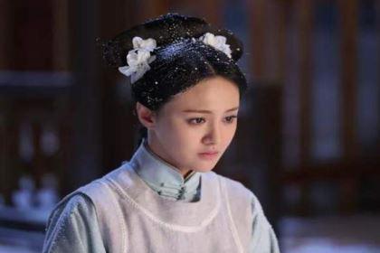 她不到十岁被康熙纳入后宫,生下六胎备受宠爱