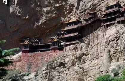 历经1500年不倒的空中花园,上载危岩,下临深谷被称为悬空寺
