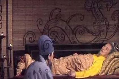 刘备摔亲生儿子阿斗的事情家喻户晓 当时的他为何要摔儿子呢