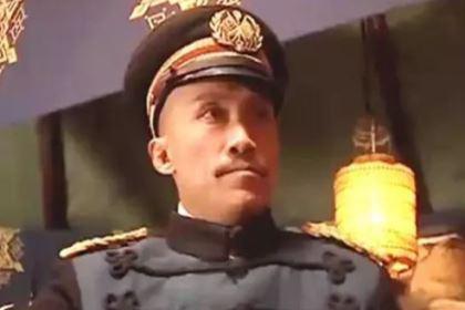 此人不愿当官回家隐居,袁世凯用计将他强行带到北京,授上将军衔