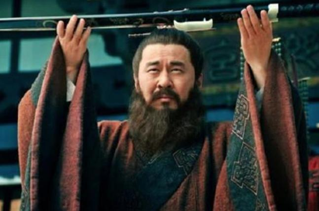 爱才如命的曹操,为什么不把诸葛亮抢过来?