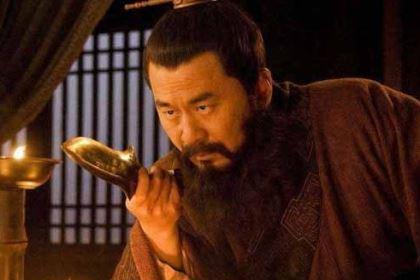 赤壁之战曹操为何没有事先想到周瑜会用火攻?真的没人看出来吗?
