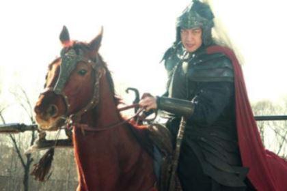 曹操在考虑要不要处死吕布的时候,为什么还要问刘备的意见?
