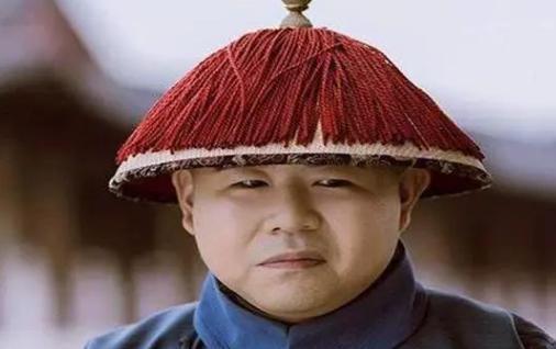 """清宫太监""""捞银子""""手段多,一盆脏水赚100两,一根头发赚200两"""
