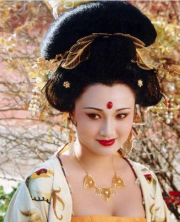 杨贵妃两次出宫回娘家,背后原因是什么?