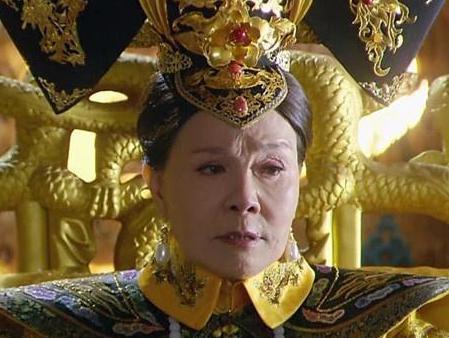 慈禧身穿龙袍为什么李鸿章会说太大了呢 这三个字到底有什么意思