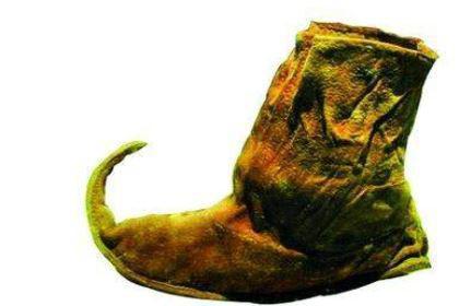 你知道古人做鞋子的时候是不分左右脚的吗 主要的原因是什么