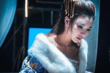 倾国倾城祸国殃民,将美貌与残忍集一身的她,最后是自杀了吗?