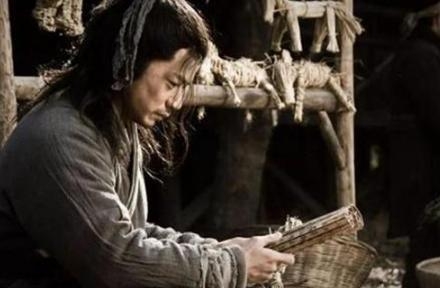 当年逼迫韩信受胯下之辱的人后来怎么样了?韩信是怎么对他的?