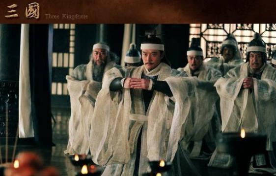 孙策少年丧父无依无靠,他凭什么称霸江东?