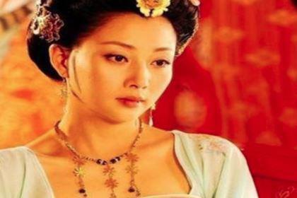 李白写给杨玉环的一首诗,贵妃真的胖吗?