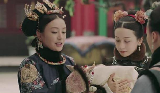 富察皇后每年给乾隆绣一个荷包,里面装的啥?