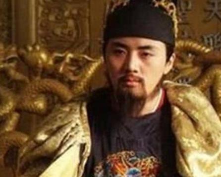 他身为皇帝有着满怀壮志的决心 无奈却生于乱世