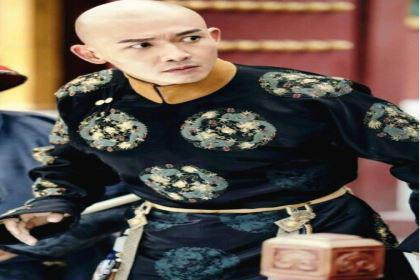清朝入关以后,男性贵族的腰带上为什么要挂很多物件?