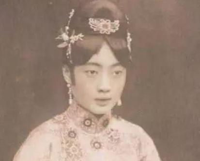 """末代皇帝溥仪被""""休""""?文绣为什么要向溥仪提出离婚?"""