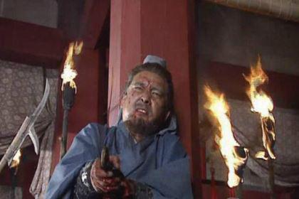 三国顶级战将,无可奈何向手下败将投降,最后被剖腹分尸?