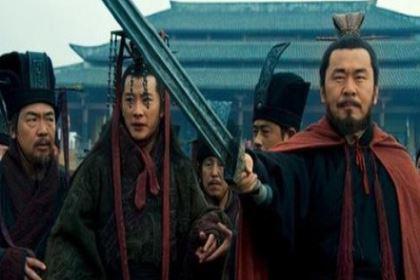 """""""许田围猎""""曹操为何干出大不敬的事情?如果""""尊上献弓""""会怎么样?"""