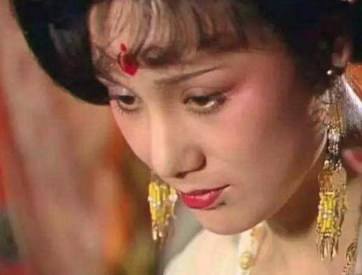 她是为康熙生育儿女最多的妃子,女儿死后还穿龙袍