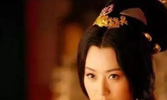 周幽王为博得褒姒一笑,用了很多方法,烽火戏诸侯只是其中之一?