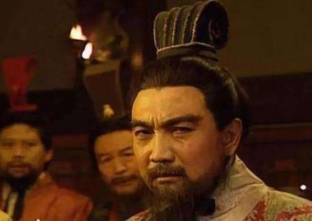 为什么曹操会认为刘备和他一样是英雄呢 因为他看透了刘备