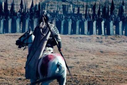 曹操手中的青釭剑被赵云抢走 剩下的倚天剑被何人拿走了
