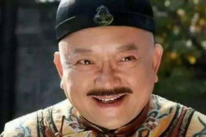 和珅和纪晓岚不是好朋友吗 为什么临死前没有救他呢