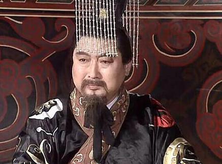 邓艾率军进攻蜀汉时,成都不是还有几万士兵吗?为什么就投降了