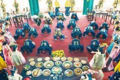 古代皇帝一顿饭几百个菜只吃几口 不吃完的饭菜是怎么处理的
