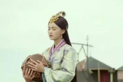 中国历史上第一位女外交官是谁?她是什么身份