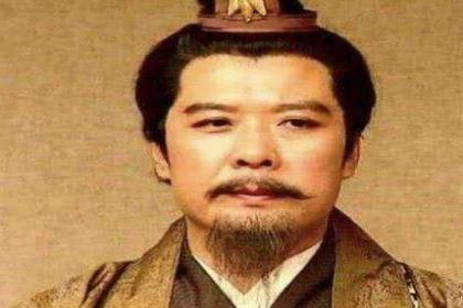 对比曹操和孙权 刘备在遇到诸葛亮前的战略是什么